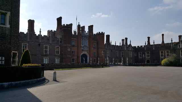HamptonPalace1